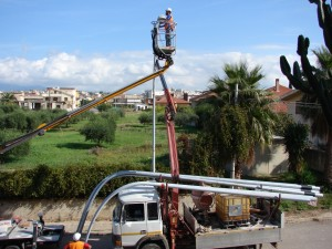 Manfredonia cittadino pali illuminazione pubblica rimossi e