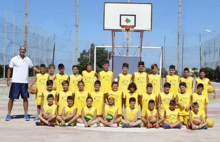 Da sx in piedi Coach Faraci, Caico F., Mugellini A., Garamella E., Montalbano M., Patti V.,Tortorici V., Micalizzi V., Massinelli R., Patti A., Bono G., Messina F., Marsala P., Da sx in ginocchio Noto E., Tallo F., Pinelli G., Tornambè F., Vaccaro A., Massinelli A.,Fiorino L., Spallino A., Caruana L., Aprile S., Da sx seduti Siggia D., Di Giovanni S., Bongiorno J., Faraci M.,Sportelli T., Alfano M., Fallea G., Caico V.